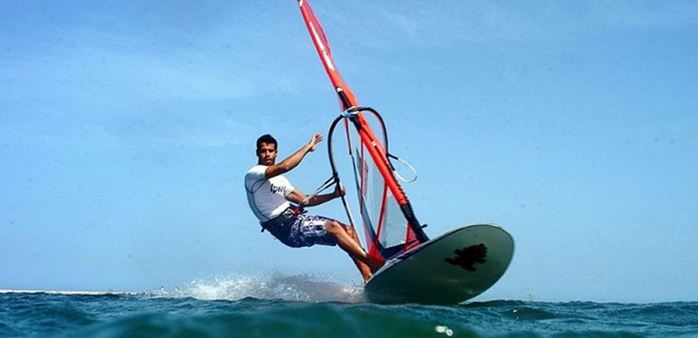 How to Learn Basic Windsurfing